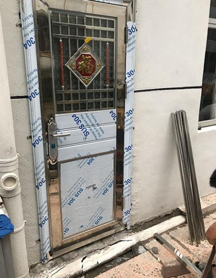 江西不锈钢包边管门