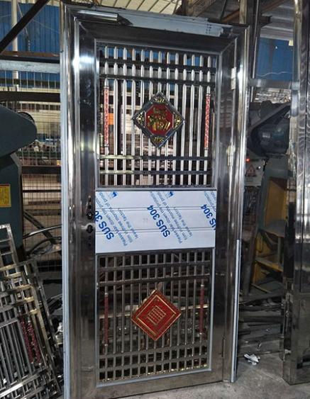 高安不锈钢包边管门定制